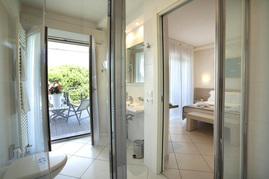 Camera doppia deluxe hotel gala riccione - Kit cortesia bagno ...